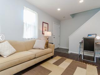 Perfect Getaway in GREAT LOCATION - Chicago vacation rentals