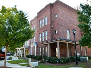 Beautiful Downtown Atlanta Brownstone w/Pool & Gym - Atlanta vacation rentals