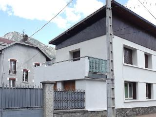Apartment La Neat Central Location with Balcony - Le Bourg-d'Oisans vacation rentals