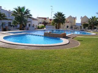 A lovely 3 bedroom, 3 bathroom holiday WiFi - Villamartin vacation rentals