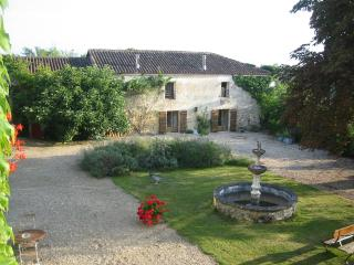 Cottage Chez Misja on Domaine Le Repaire - Vieux-Mareuil vacation rentals
