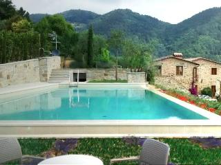 Bright 6 bedroom Pescia House with Central Heating - Pescia vacation rentals