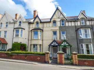 TRYFAN, period townhouse, central base in Llanwrst, Ref. 926504 - Llanrwst vacation rentals