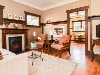 Darling Vintage Cottage in Queen Anne - Seattle vacation rentals