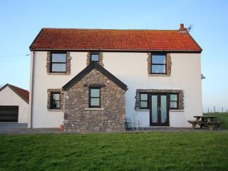 Superb 4 bedroom house with sea views and green fields surrounding the house. - Lydstep vacation rentals