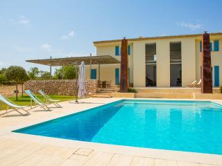 Can Ses Aus ☼ Piscina y playa - Cala Santanyi vacation rentals