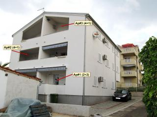 Bright 2 bedroom Pakostane Condo with Television - Pakostane vacation rentals