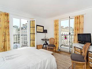 Heavenly rue Cler Market One Bedroom - ID# 338 - Paris vacation rentals