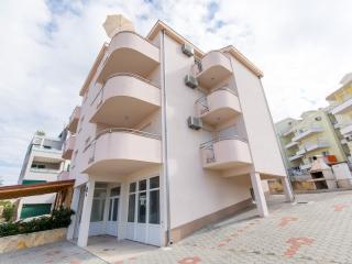 Slavica Lero3(4+2) - Okrug Gornji - Okrug Gornji vacation rentals