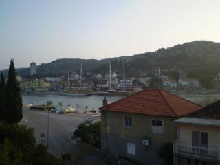 Bright 2 bedroom Tisno Apartment with Television - Tisno vacation rentals