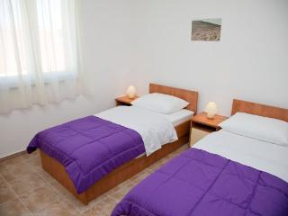 Nice budget apartment for 4 people - Novalja vacation rentals