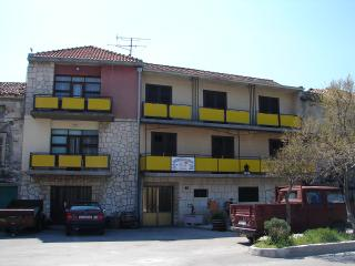 Cozy 2 bedroom Apartment in Tisno with A/C - Tisno vacation rentals