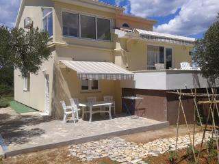 Bright 4 bedroom Mrljane House with Television - Mrljane vacation rentals