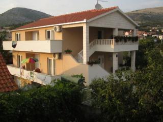 35378 A1(2+2) - Seget Vranjica - Seget Vranjica vacation rentals