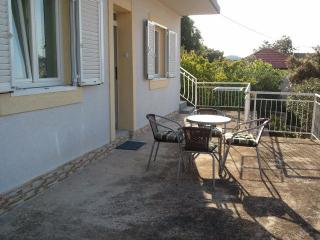 8105  A2(2+1) - Tisno - Tisno vacation rentals