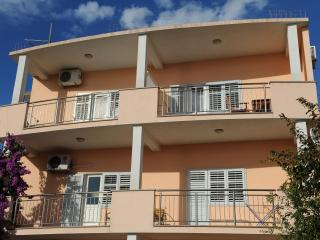 1 bedroom Apartment with Television in Podstrana - Podstrana vacation rentals
