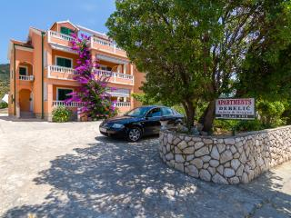 Nice Condo with Television and Satellite Or Cable TV - Barbat vacation rentals