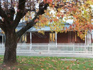 Bright Cottage with Internet Access and Dishwasher - Myrtleford vacation rentals