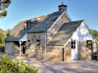 Lovely 2 bedroom Cottage in Crathie with Internet Access - Crathie vacation rentals