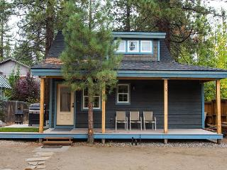 Darling beach cottage, 1 block from the lake. - South Lake Tahoe vacation rentals