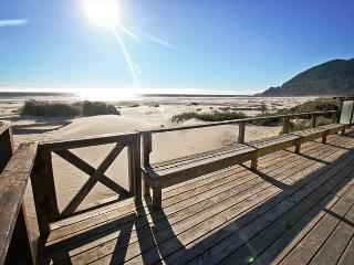 WAVE WALKER -MCA# 366 ~ Classic Beach Front home! Stellar VIEW OF THE OCEAN! - Manzanita vacation rentals
