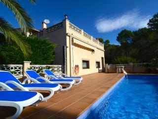 TORRE VELLA PISCINA PRIVADA - 8 PAX - Torroella de Montgri vacation rentals