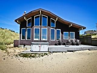 OCEAN BREEZE~Hot tub~Ocean Front~Special for Aug 20-26~Save $100 off a night! - Manzanita vacation rentals