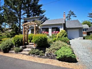 SHERWOOD FOREST~MCA# 262~Charming classic beach house - Manzanita vacation rentals