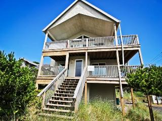 PACIFIC ESCAPE ~Beautiful Views, hot tub on the upper deck, ping pong - Rockaway Beach vacation rentals