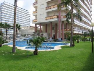 Cozy 2 bedroom Grau de Gandia Apartment with Shared Outdoor Pool - Grau de Gandia vacation rentals