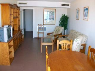 Cozy 3 bedroom Apartment in Grau de Gandia with Microwave - Grau de Gandia vacation rentals