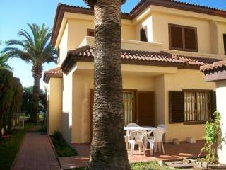 Comfortable 4 bedroom Grau de Gandia House with Washing Machine - Grau de Gandia vacation rentals