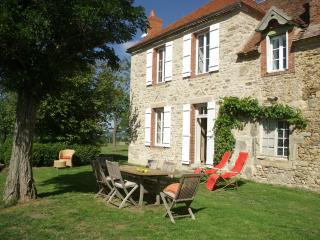 Beautiful 3 bedroom Echassieres Farmhouse Barn with Internet Access - Echassieres vacation rentals