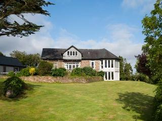 PENARVON HOUSE, luxury house, en-suites, games room, mooring available, in Helford, Ref 922613 - Helford vacation rentals