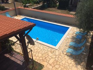 Nice Apartment with A/C and Shared Outdoor Pool - Novigrad vacation rentals