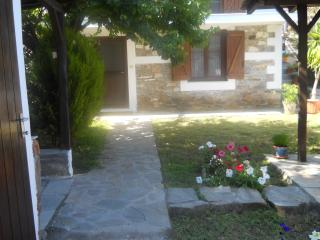 Beautiful 3 bedroom Agios Nikolaos House with Internet Access - Agios Nikolaos vacation rentals
