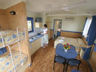 Comfortable Woree vacation Cabin with A/C - Woree vacation rentals