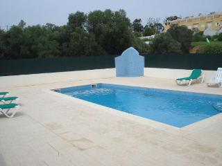Luxury 3 bed ,Albufeira.Sleeps 6 . Pool and beach. - Albufeira vacation rentals