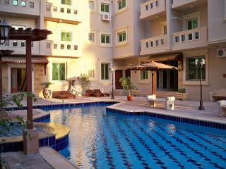 Ampio trilocale con piscina  a 500 mt dal mare - Hurghada vacation rentals