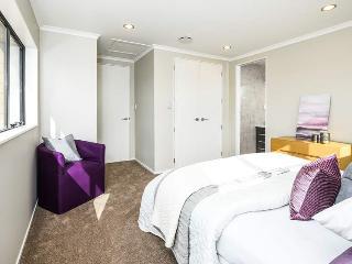 Taoto Hostel: New House Elegant Double Single Room - Auckland vacation rentals