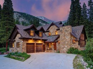 4 Bedroom Blue River beauty with stunning views of Quandary Peak - Breckenridge vacation rentals