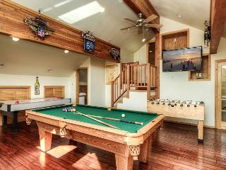 4BR Clubhouse Cabin with Game Room and Hot Tub in Truckee - Truckee vacation rentals