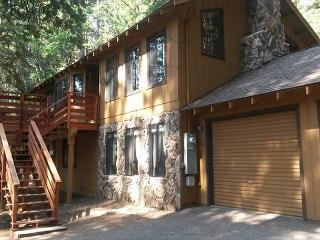 Mountain fun in & out. Pool table, horseshoes. 3 bdrms, 2.5 bath, sleeps 10. - Dorrington vacation rentals