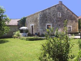 Cottage La Dronne on Domaine Le Repaire - Vieux-Mareuil vacation rentals