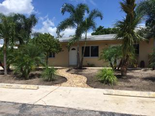 Quiet Apartment Minutes to the Beach & Intracostal - Pompano Beach vacation rentals