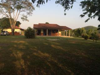 Casa sítio com vista para serra da Mantiqueira - Sao Pedro Da Aldeia vacation rentals