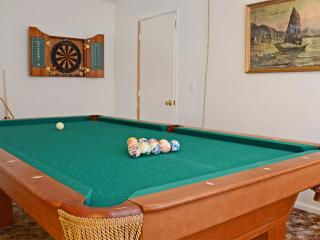 Cozy cabin with pool table, huge backyard, dogs ok - Big Bear City vacation rentals