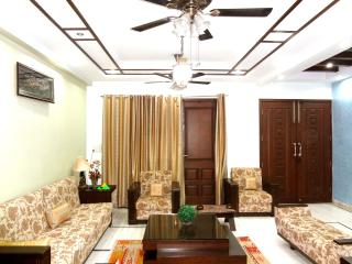 8 bedroom House with Internet Access in New Delhi - New Delhi vacation rentals