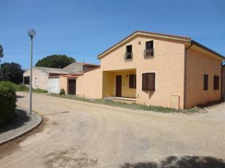 Casa indipendente a 150 metri dal mare - Oristano vacation rentals