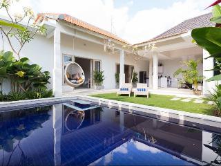 LUX 5* 3DB BR SEMINYAK BEACH VILLA + POOL/CINEMA - Seminyak vacation rentals